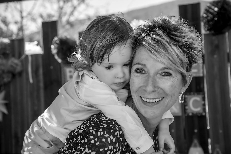 photographe-bapteme-famille-rire-enfant-