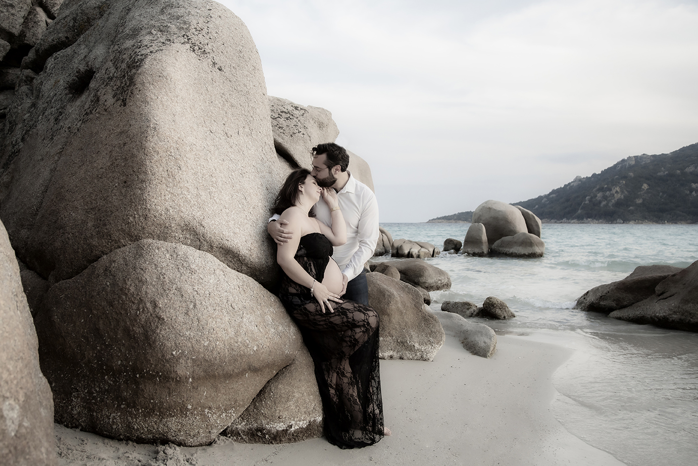 photographe-grossesse-couple-amour-plage