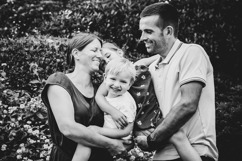 photographe-famille-rires-portovecchio-c