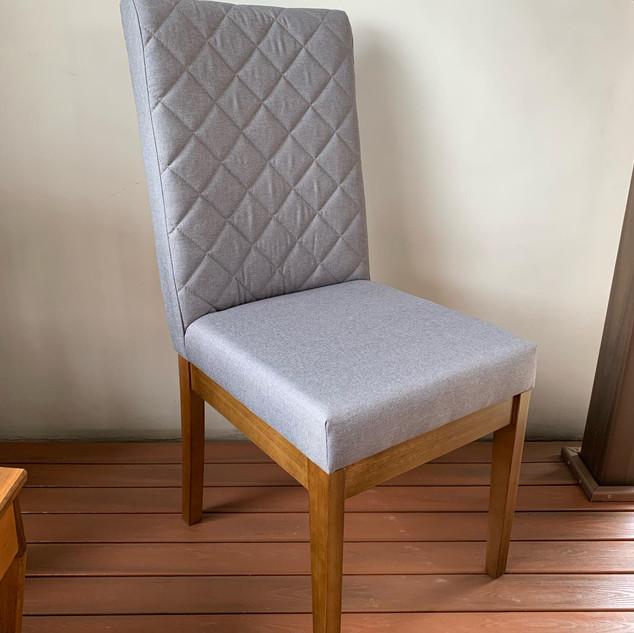 Cadeira Estofada Novara