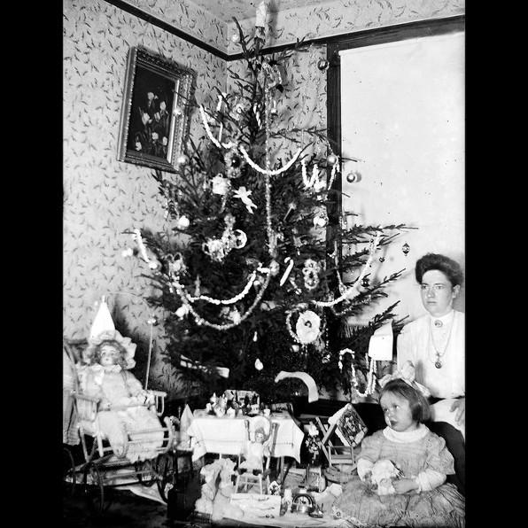 Glass Negatives: Christmas 1905
