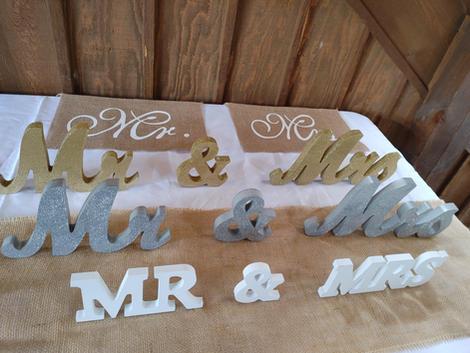 Mr & Mrs Lettering