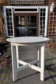 White high top round tables