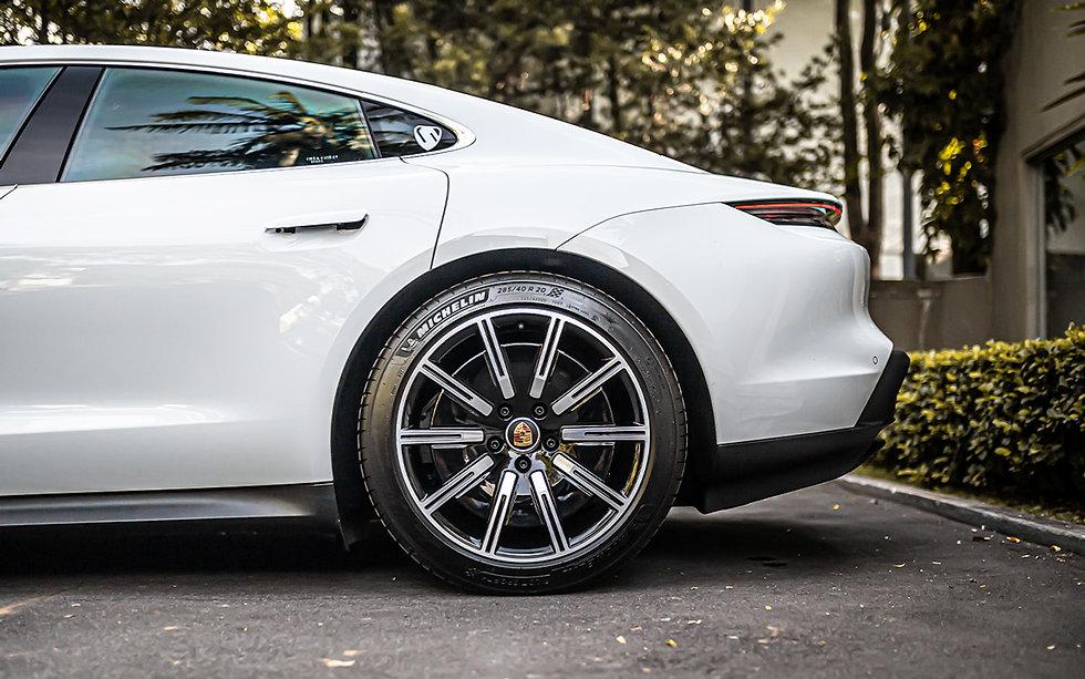 Porsche Taycan 4S Carrara White