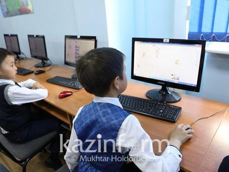 Школьные компьютеры временно отдадут учителям и ученикам в Казахстане
