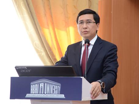 Министр Асхат Аймағамбетов ҚазҰПУ-да жоғары оқу орындарының студенттерімен кездесті