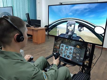На уникальных тренажерах стали обучать будущих военных летчиков