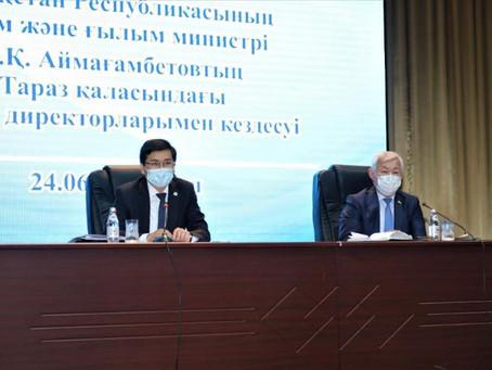 Аймағамбетов мектеп директорларына: Мұғалімдерді сабақтан тыс жұмыстарға тартпаңыздар