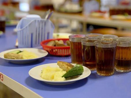 Казахстанские школы переведут на безналичный расчет в оплате питания
