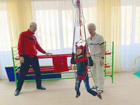 Автор уникального тренажера для детей с ДЦП Юхан Гросс провел мастер-класс в Туркестане