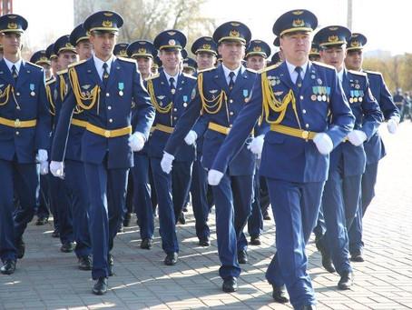 Выпускники лётного военного ВУЗа получили офицерские звания