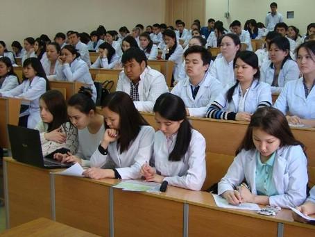 Повысить стипендию студентам медвузов поручил Касым-Жомарт Токаев