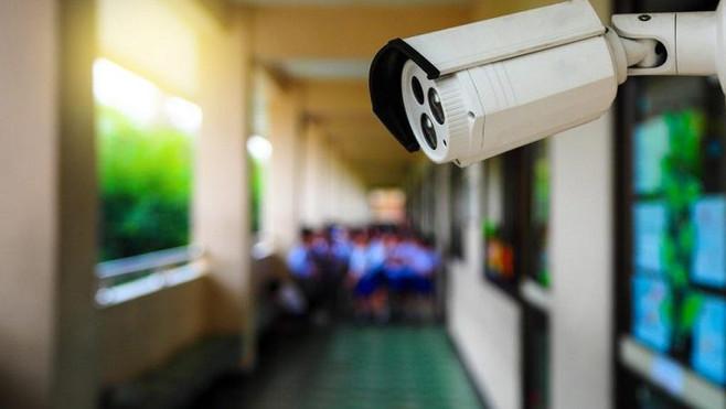 Проблемы уличных туалетов и систем безопасности в школах решены не везде