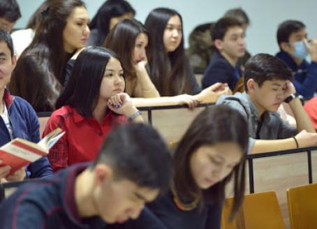 Е.Біртанов оқу орындарының қашықтан оқытуға көшетіні туралы ақпаратқа түсінік берді