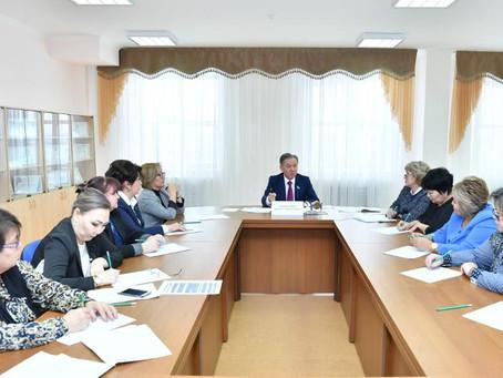 Нурлан Нигматулин встретился с педагогической общественностью столицы