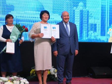 Умирзак Шукеев поздравил учителей с профессиональным праздником