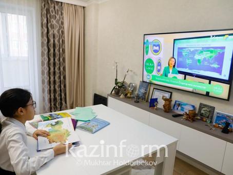 Асхат Аймағамбетов видеосабақтардың түсіріліміне қатысқан мұғалімдермен кездесті