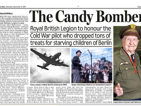 The 'Candy Bomber' visits the RAF Museum