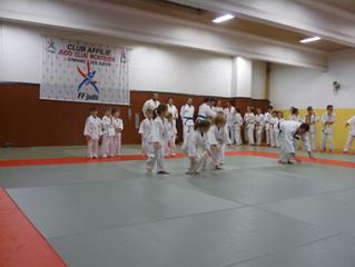 NOËL au JUDO CLUB  MONTILIEN                14 décembre 2018, démonstration de judo sous le regard a