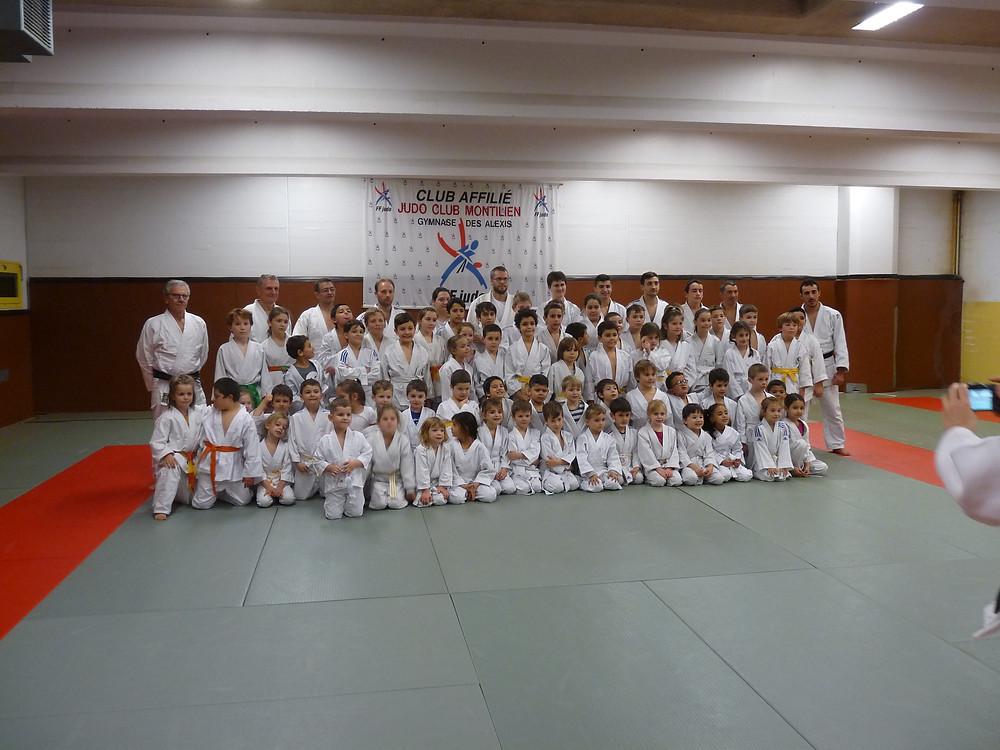 Démonstrations de Judo sous le regard attentif et attendri d'un public familial nombreux chaque enfants est reparti avec un goûter,suivi d'un apéritif avec les parents dans la bonne humeur, un vrai moment de convivialité.