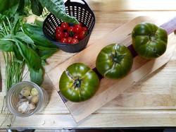 #littlepinkhousegarden #nofilter #heirloomgreentomato #tomato #mexicanmidgettomatoes #groundcherries
