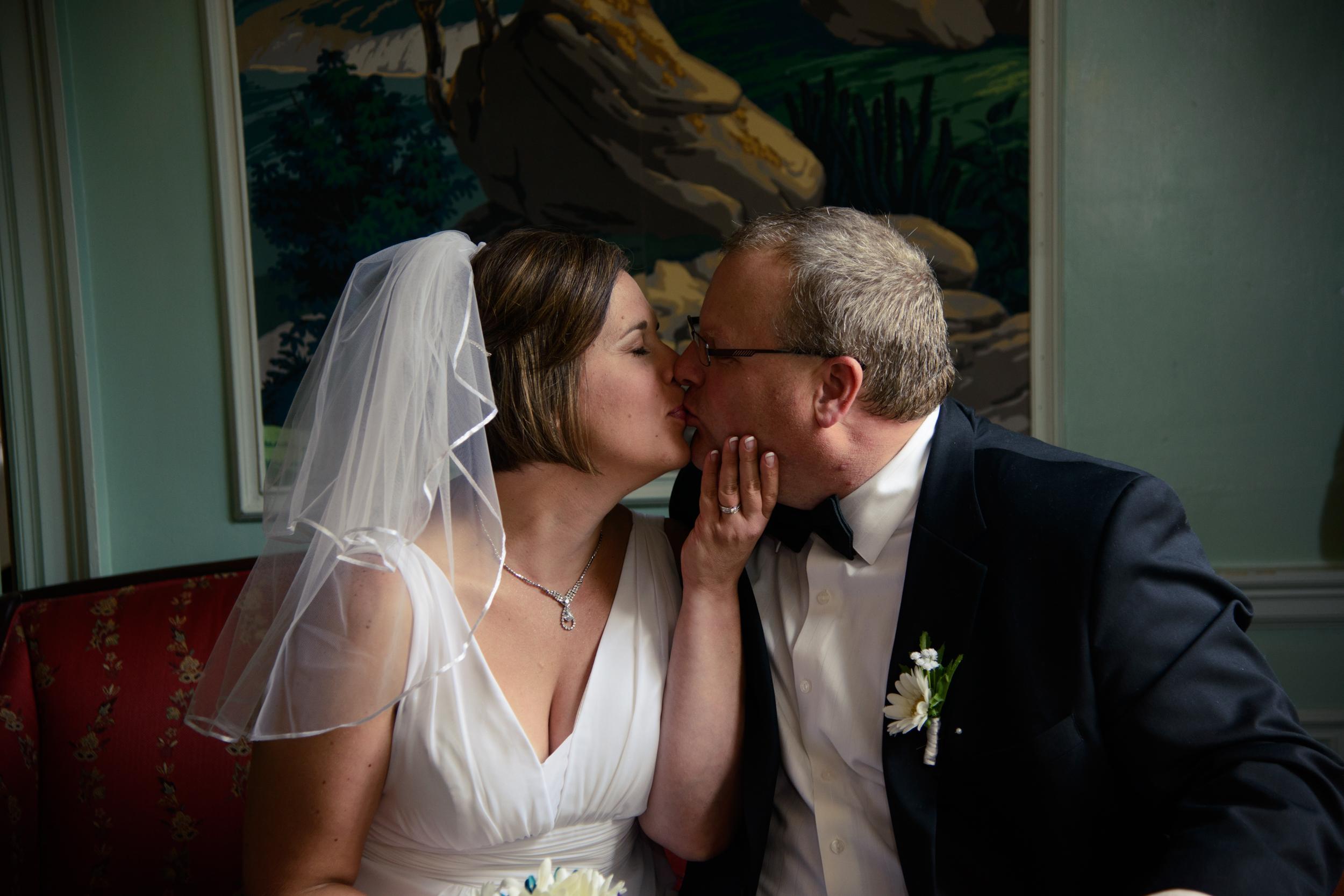 wedding kissing photo