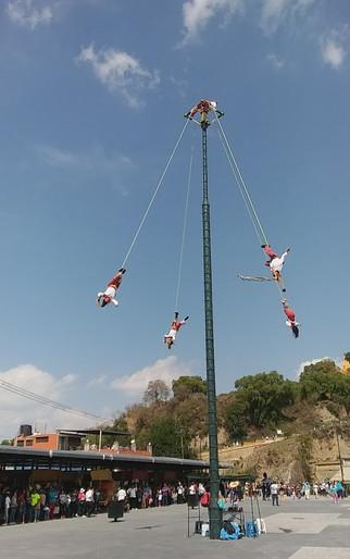 los voladores de papantla performing in cholula, puebla, méxico, 2017.