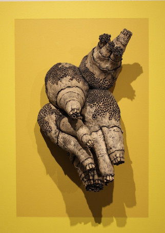 the day i diverged, stoneware clay, black stain wash, yellow house paint, working method contemporary, carnaghi arts building, florida state university, tallahassee, florida, 2014.