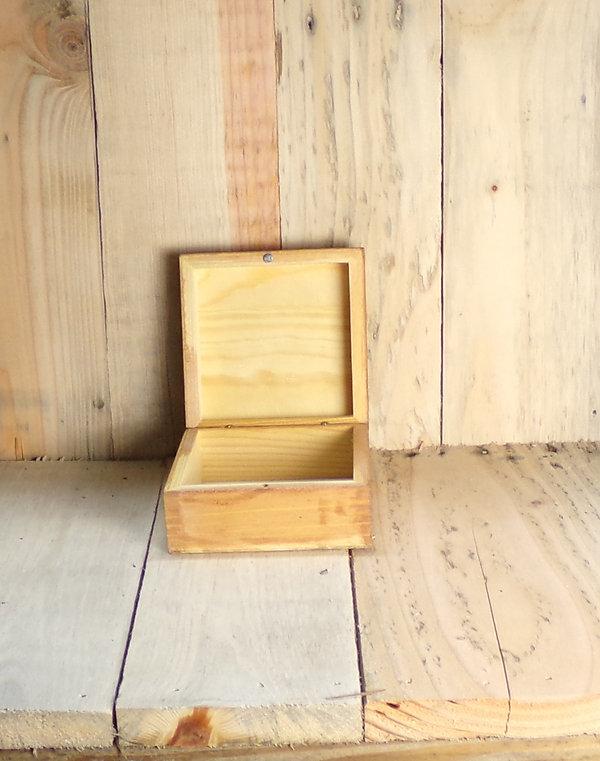BoxGoldHeartPinkAcc1.jpg