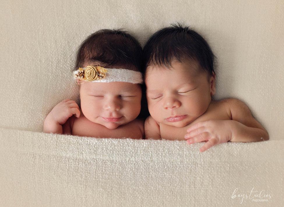 Zwillinge im Schlaf auf Babyfotos