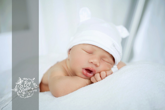 Die ersten Augenblicke im Spital wunderschöne Erinnerungen. Babyfotograf Aarau - Babyfotograf Zürich