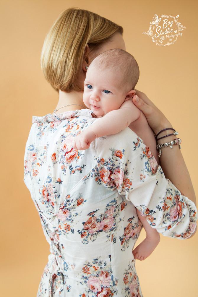 Neugeborene - Newborn - Babyfoto -Fotoshooting - Familienfotograf - Babyfotograf in Studio Aarau Sch