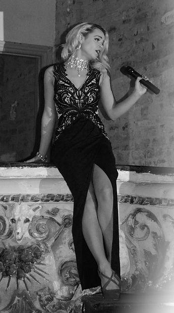 Manchester Singer Alice Hollywood