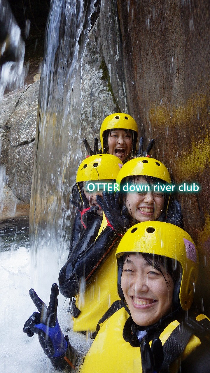 滝の中でパチリ