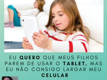 Quero que meus filhos parem de usar o tablet, mas eu não consigo largar meu celular