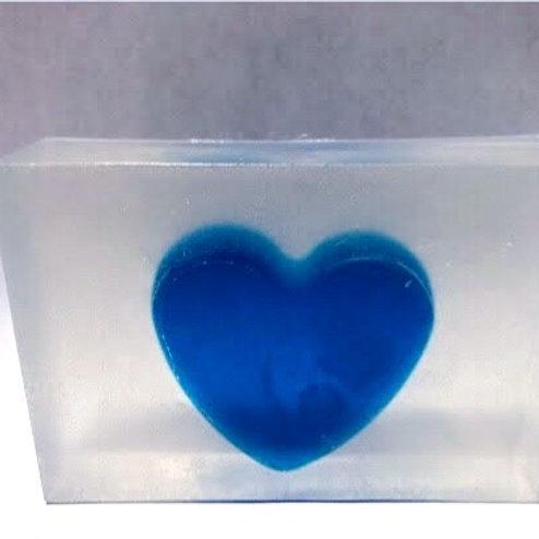 Savon coeur  bleue dans la givre