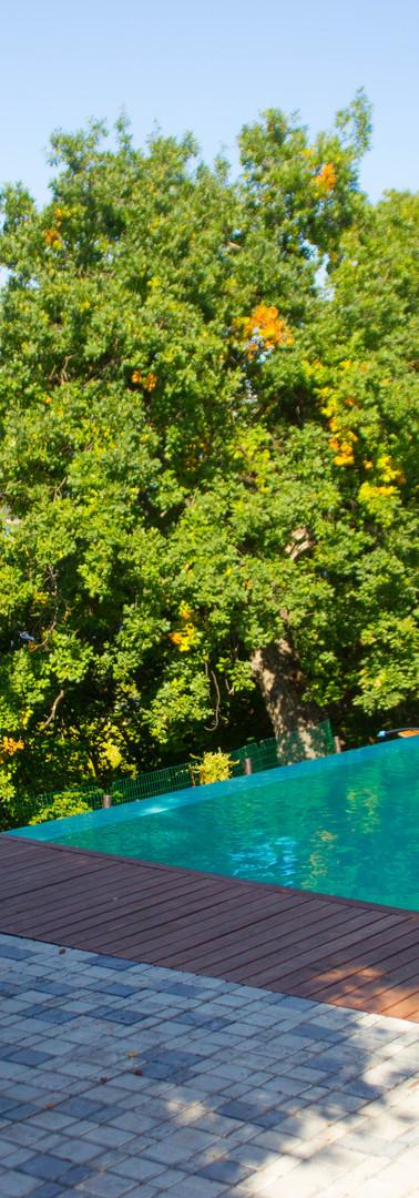 Терраса у бассейна