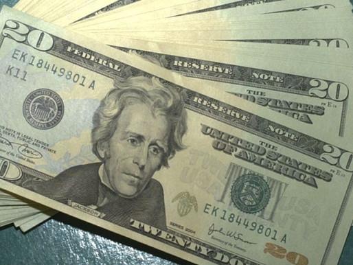 Dólar cai pela primeira vez em três sessões e fecha a R$ 5,425