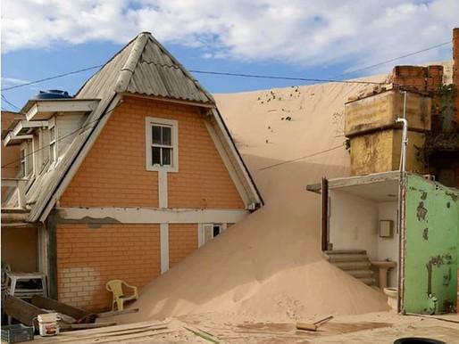Entenda o avanço das dunas em Florianópolis que causou a interdição de casas