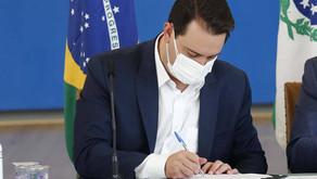 Paraná sanciona lei que institui transferência de renda de R$ 80 para famílias vulneráveis