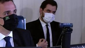 Juiz absolve Filipe Martins, réu por ajustar o paletó
