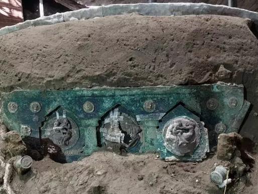 Carruagem de quase 2 mil anos é encontrada intacta nas ruínas do Vesúvio