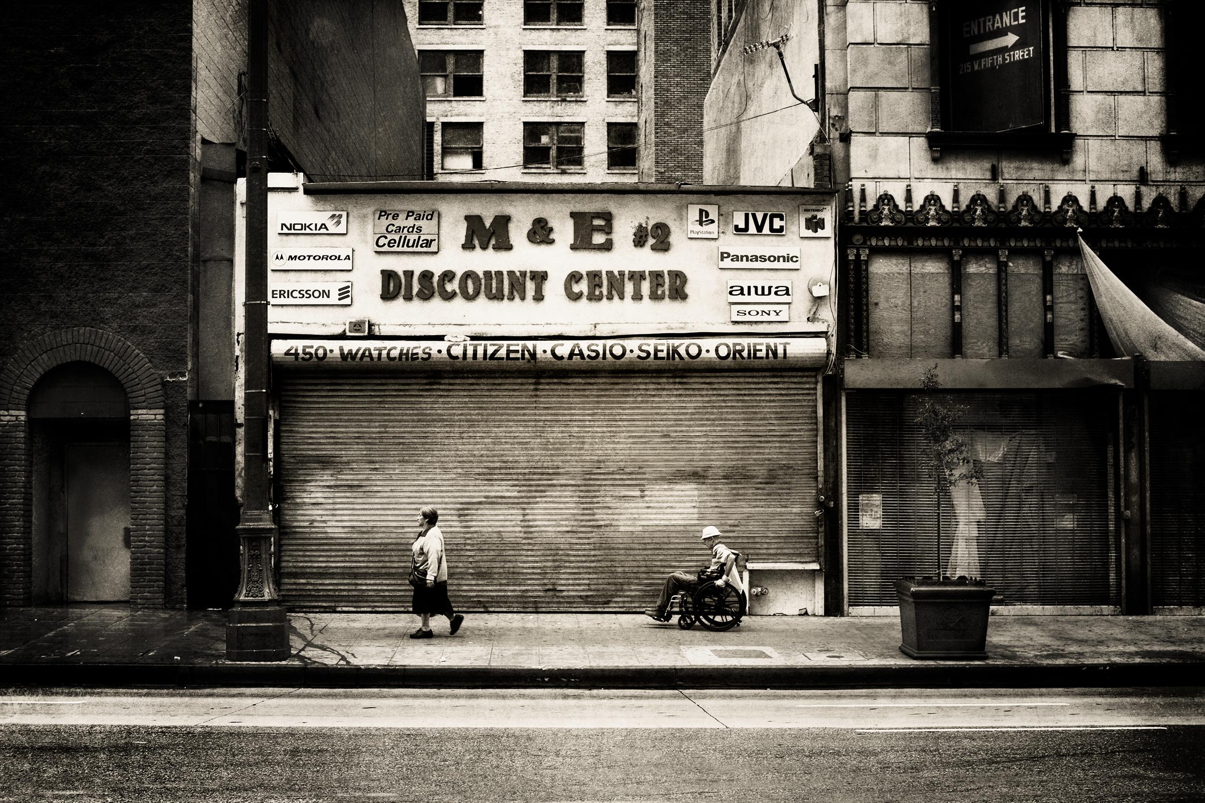 M&E Discount Center