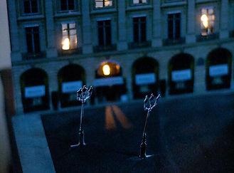 Urne boîte cadeaux mariage décor découpé éclairé Place Vendôme Paris