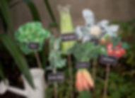 Marque-table dîner de mariage étiquette découpée à piquer légumes potager