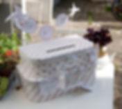 Urne boîte cadeaux mariage pile de valises invitation au voyage shabby chic