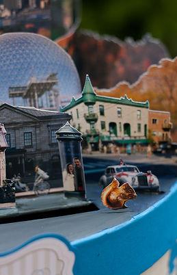 Urne boîte cadeaux mariage décor découpé portraits des mariés voyage Canada Québec