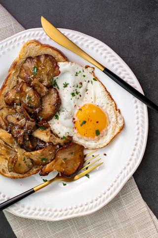 Wild Hen of the Woods Mushrooms (Maitake) on Toast
