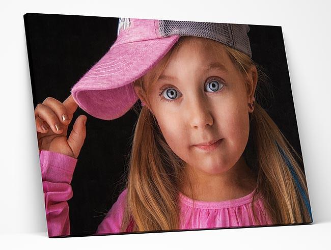 הדפסת-קנבס-של-ילדה-עם-כובע.jpg