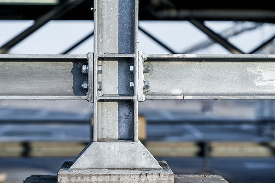 Connections between steel and concrete .